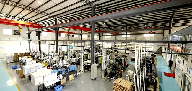 Injection mold processing plant believes that low prices are not a common routine